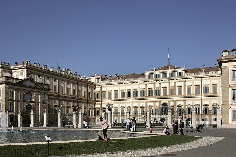 File villa reale di monza giuseppe piermarini 1777 1780 for Immagini di entrate di ville