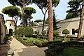 Villa giulia, giardino all'italiana con pini romani 01.jpg