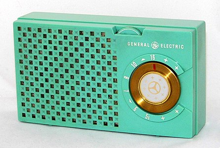 Vintage General Electric Transistor Radio, Model 678 (Green Cabinet), AM Band, 5 Transistors, GE's First Commercially-Produced Transistor Radio, Made In USA, Circa 1956 (34114651752).jpg