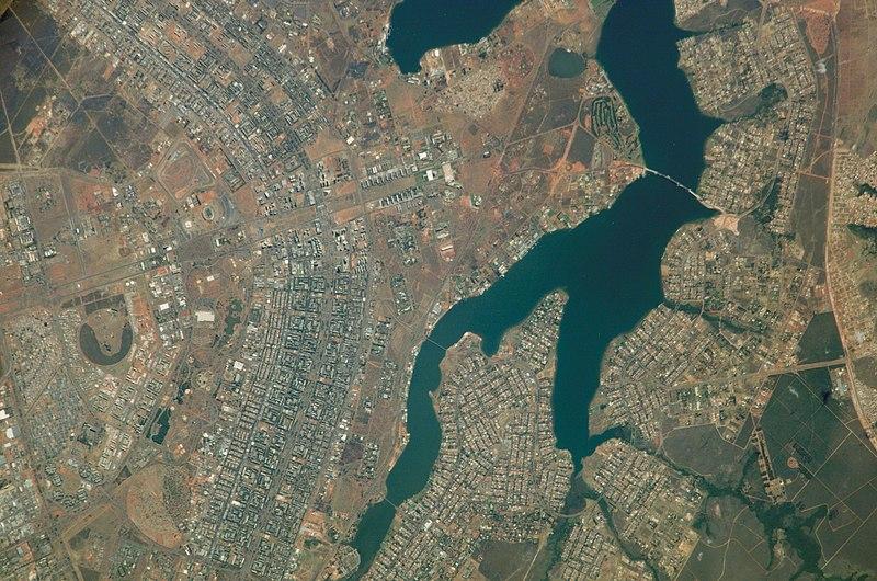 File:Vista do espaço de Brasília e arredores (2).jpg