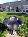 Von der Partnerstadt Besançon gestifteter Sitz auf dem Platz der Regio im Freiburger Seepark.jpg