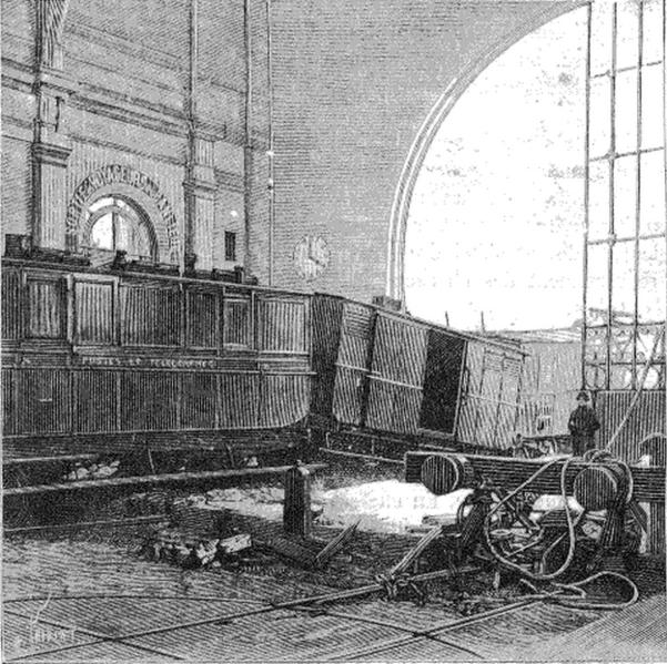 Vista del interior de la estación de Montparnasse, tras el accidente.
