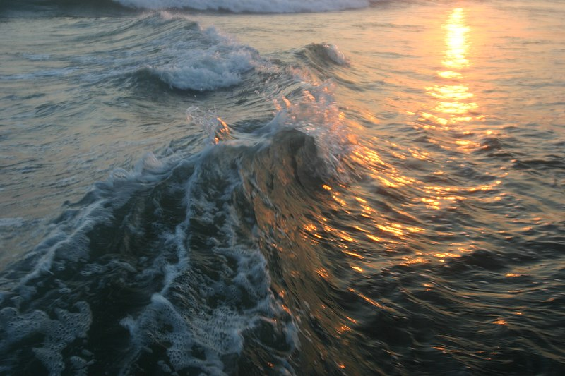File:Waves forming at beach.jpg