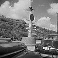 Wegwijzer op vliegveld Hato op Curaçao, Bestanddeelnr 252-7682.jpg