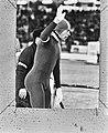Wereldkampioenschappen schaatsen heren, Gothenburg Ard Schenk dankt publiek, Bestanddeelnr 924-2678.jpg