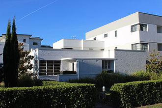 Griffith, Australian Capital Territory - The art deco Whitley House at the corner of Canberra Avenue and Cunningham Street with modern flats behind and to the right