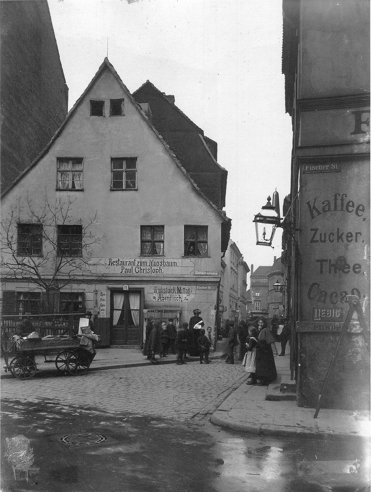 Zum Nussbaum, Nikolaiviertel, Berlin, 1903.jpg