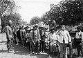 École des réugiés d'Asie mineure et de Macédoine distribution de quinine août 1916.jpg
