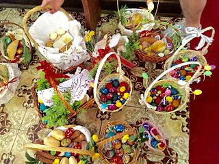 Filewiconka blessing easter basket in brisbaneeg other resolutions 320 240 pixels negle Choice Image
