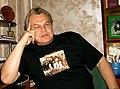 Юрий Беликов в майке дикороссов.jpg