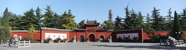 White Horse Temple in Luoyang, showing two white horse statues