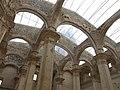 035 Església vella de Sant Pere (Corbera d'Ebre), pilars i arcs de la nau.jpg