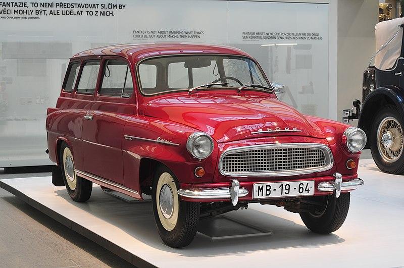 800px-13-04-05-Skoda_Museum_Mlad%C3%A1_Boleslav_by_RalfR-016