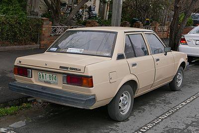 400px-1982_Toyota_Corolla_%28KE70%29_SE_sedan_%282015-07-14%29_02.jpg