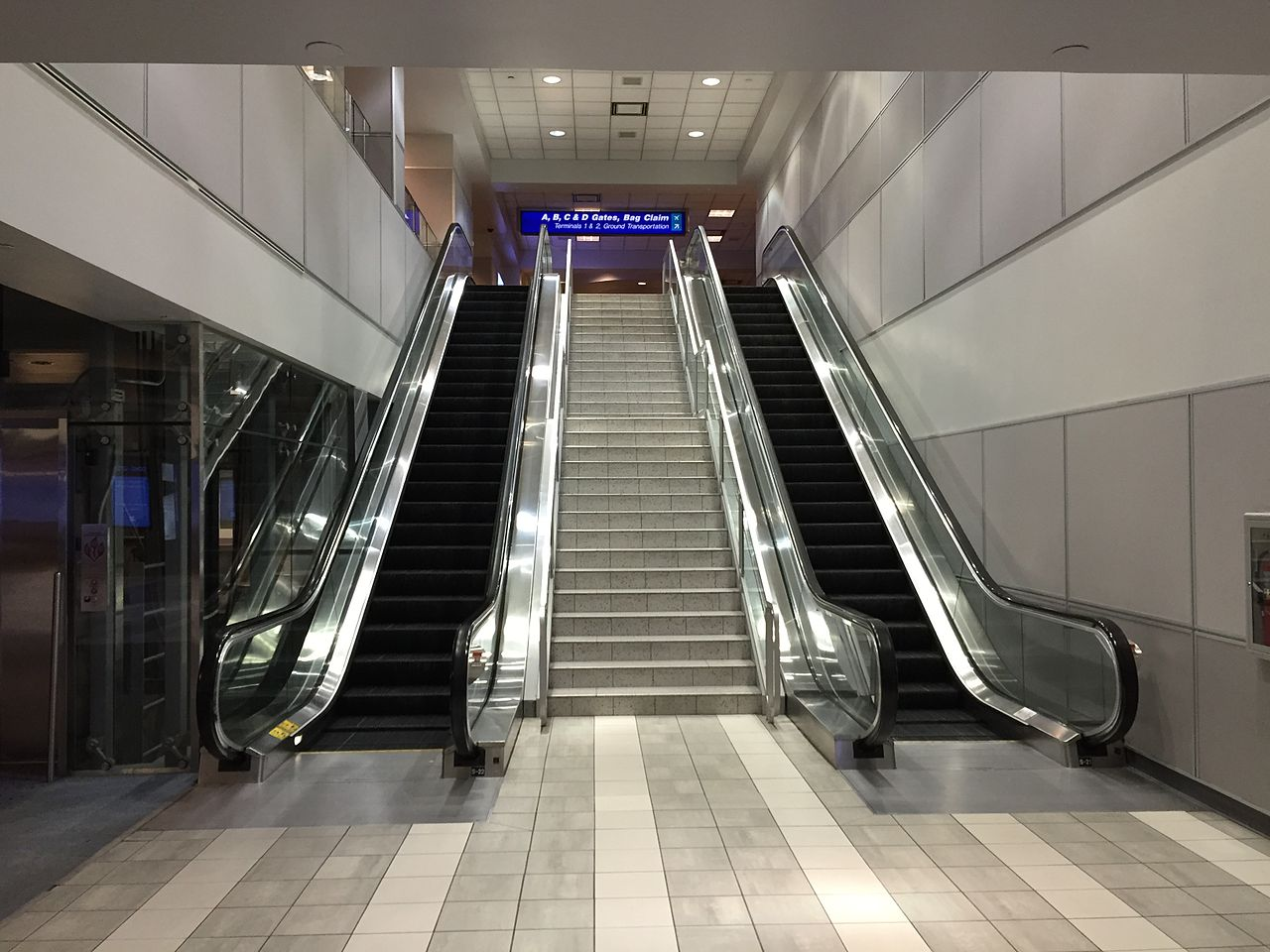 File 2015 04 14 00 17 35 Stairs And Escalator In The
