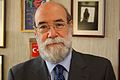 30-07-2009 Diputado Enrique Accorsi Opazo en su oficina en primerísimo primer plano..JPG