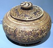 6th century BCE pyxis from Corinth, painted by the Honolulu Painter, Honolulu Academy of Arts.JPG