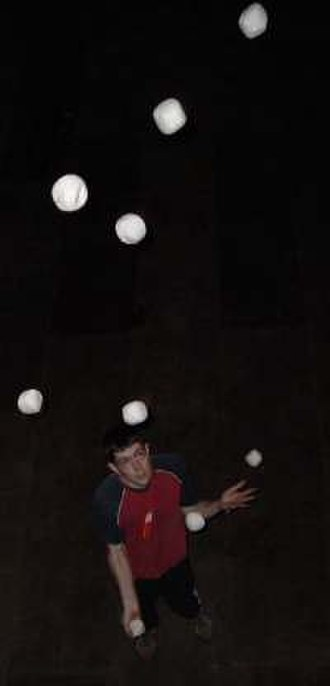 Forms of juggling - Peter Bone juggling 9 balls