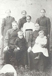 A finnish Farmer family 1901.jpg