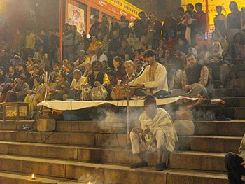 English: Aarti singers during evening Ganga aa...
