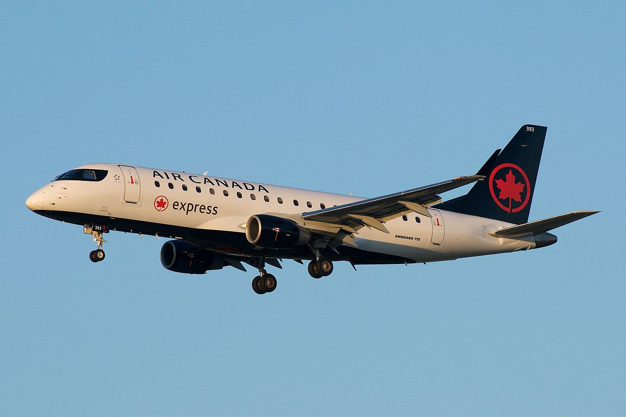 Air Canada Express (opby Sky Regional Airlines) Embraer 175 C-FRQN (35110091871).jpg