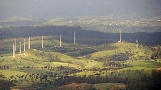 Image showing a bird's-eye view of the twelve wind turbines of the wind farm.