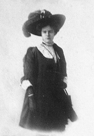 Alice Brown Chittenden - Image: Alice Brown Chittenden photo oval