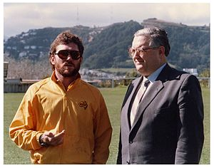 Jonathan Hunt (New Zealand politician) - Hunt (right) and Australian cricket captain Allan Border in 1986.