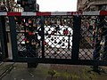 Amsterdam - Aluminumbrug met hangsloten.jpg