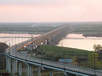 Khabarovsk Bridge - Khabarovsk Railway and Automotive Bridge after its reconstruction in 1999.
