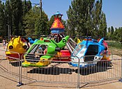 Amusement ride in Gagarina park.jpg