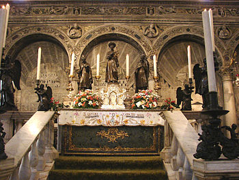 English: Altar and tomb of Saint Anthony, at B...