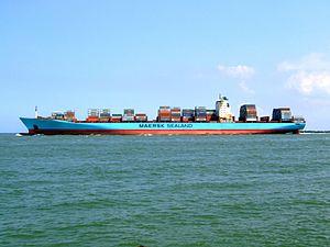 Arnold Maersk p1, leaving Port of Rotterdam, Holland 19-Jul-2007.jpg
