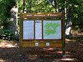 Aumont-en-Halatte (60), plaque d'information, parking de la forêt d'Halatte, route d'Apremont.jpg