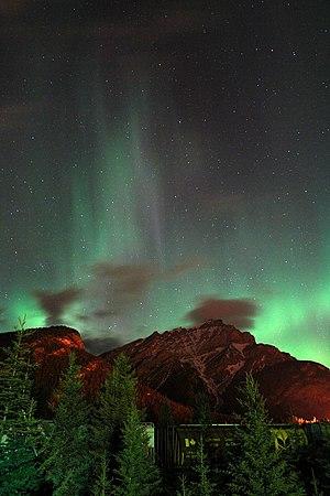 Cascade Mountain (Alberta) - Northern lights above Cascade Mountain