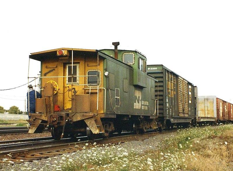 File:BN caboose, Eola Yard, 1993.jpg