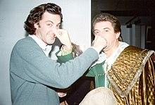 Ezio Greggio scherza insieme a Luca Barbareschi