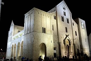 Basilica di San Nicola - The Basilica di San Nicola by night.