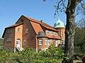 Basthorst Schloss Nebengebaeude 2009-04-16 003.jpg