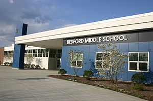 English: Bedford Middle School, 88 North Avenu...