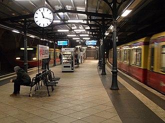 Berlin Schönhauser Allee station - Image: Berlin S Bahnhof Schönhauser Allee Ringbahn (6921680557)
