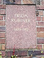 Berlin Friedrichsfelde Zentralfriedhof, Gedenkstätte der Sozialisten (Urnenwand) - Rubiner