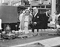 Bezoek koningin Juliana en prins Bernhard aan Gelderland. BezoekTiel jamfabriek, Bestanddeelnr 904-0697.jpg