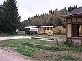 Bf Tannenbergsthal mit Wernesgrüner Schienenexpress (2).jpg