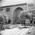 Binnenplaats en toegangspoort van het Azem paleis, Bestanddeelnr 255-5853.jpg