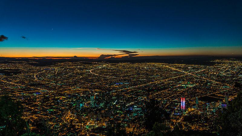 File:Bogotá, Nocturna.jpg