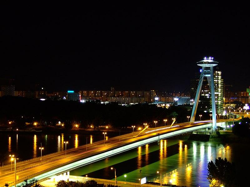 Súbor:Bratislava, Staré Mesto, Hrad, pohled na Nový most.jpg