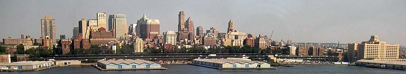 Soubor:Brooklyn Heights from lower manhattan.jpg