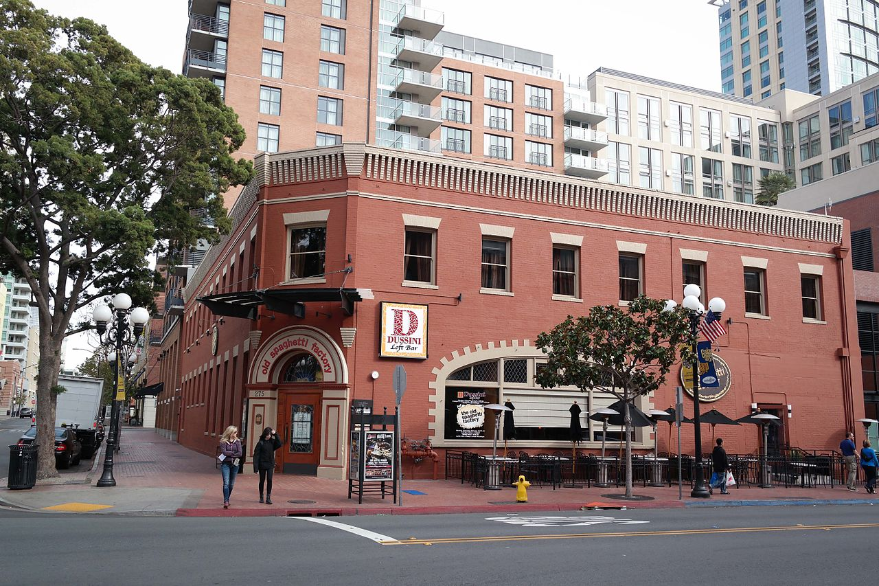It would seem being located in the Gaslamp Quarter almost certainly guarantees a restaurant success. Such is the case of The Old Spaghetti Factory which was packed with a half hour wait. The decor, the smartly dressed staff, and the diners gave the perception of high quality.