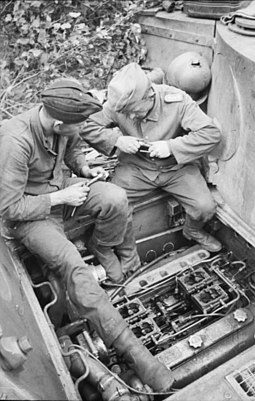 Crew working on the engine through the hatch on the rear hull roof Bundesarchiv Bild 101I-022-2936-27, Russland, Panzer VI (Tiger I), Wartung.jpg
